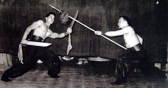 "Grand Master Jiu Wai and Jiu Gaau - ""Double knives vs. Spear"" (Seung Dou Deui Cheung)"